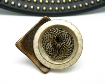 Grosse Bague graphique en métal bronze et blanc nacré ronde et carrée  SPECIAL K WIRE réglable ajustable