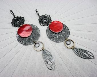 Longues boucles d'oreilles noire nacre rouge en métal filigrane SYLPHIDE  option Clips