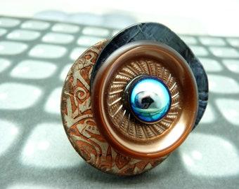 Grosse Bague en bois ronde décalée métal gris résine orangé verre bleu moiré  COROLLA réglable ajustable