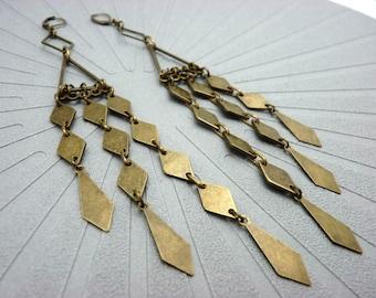 Boucles d'oreilles très longues bronze métal losanges, graphiques MELDARIKA option clips