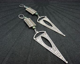 Boucles d'oreilles argent longues et ethniques en métal et céramique triangle graphique  FLECHE option Clips Best seller