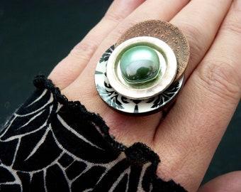 Bague art nouveau arabesque noir blanc et vert  bois métal céramique AZABEL réglable ajustable