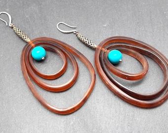 Créoles Longues Boucles d'oreilles métal argent corne marron et pierre turquoise CIRCUS option Clips