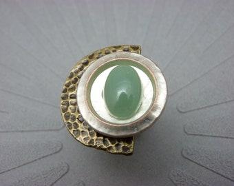 Bague demi-lune pierre vert clair aventurine, métal bronze martelé et blanc nacré graphique DEMI-LUNE AVENTURINE réglable ajustable
