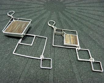 Boucles d'oreilles asymétriques et graphiques en bois et métal argent  QUADRO option clips