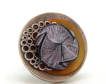 Bague GINKO en métal argenté, résine fleur violette et nacre orange réglable ajustable