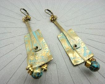 Boucles d'oreilles bronze et bleu oxydé ethnique graphique tribal chic ART BRUT option Clips