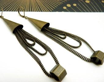 Boucles d'oreilles longues steampunk métal bronze chaîne et boulons BOULONE option Clips