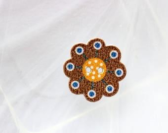 button wood Brown flower