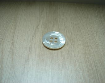 button mother of Pearl four passages hollow Middle