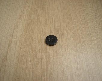 button flat black edging