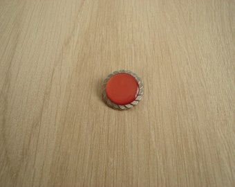 buttons in silver and red tail Pearl
