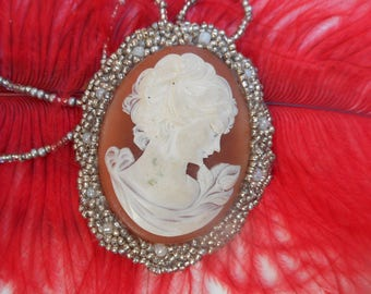 Necklace with Center a camay