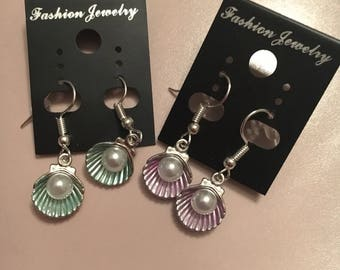 Very pretty shell and White Pearl Earring