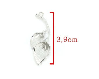 Beautiful pendant in silver tone Arum flower size approximately 3.9 cm