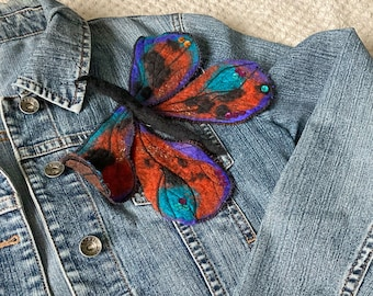 Butterfly brooch in wool, felted by hand, then embroidered, creation JoeLesBiscottos