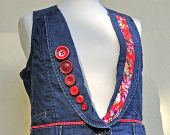 Small waistcoat all red, to wear during a lunch with Alice... JoeLesBiscottos