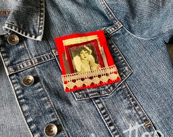 Brooch actress vintage spirit, textile art, JoeLesBiscottos