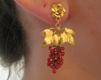 20k. Gold Earrings with Grape bunch