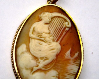 Antique Gold pendant with shell-camé. Italian, ca. 1900 approved with Oak Leaves
