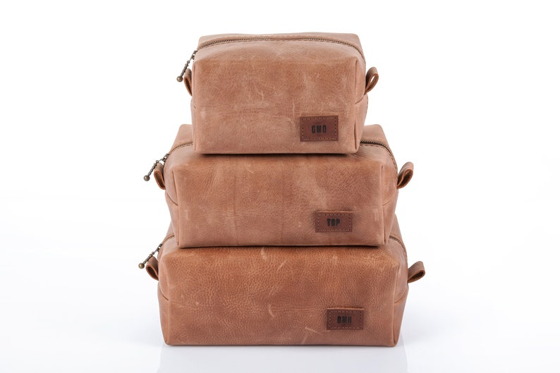 5a89617a23e1 Set of 5, Dopp kits, Rustic Natural Leather, Personalized Groomsmen gift  set, Leather Toiletry bags, Leather Travel bag, Gift for Men, Brown