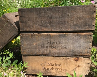 Wooden Crate / Wooden Box / Antique Maine Blueberry Crate / Vintage Fruit Harvest Box / Rustic Home Decor / Decorative Box / 1920s to 1990s