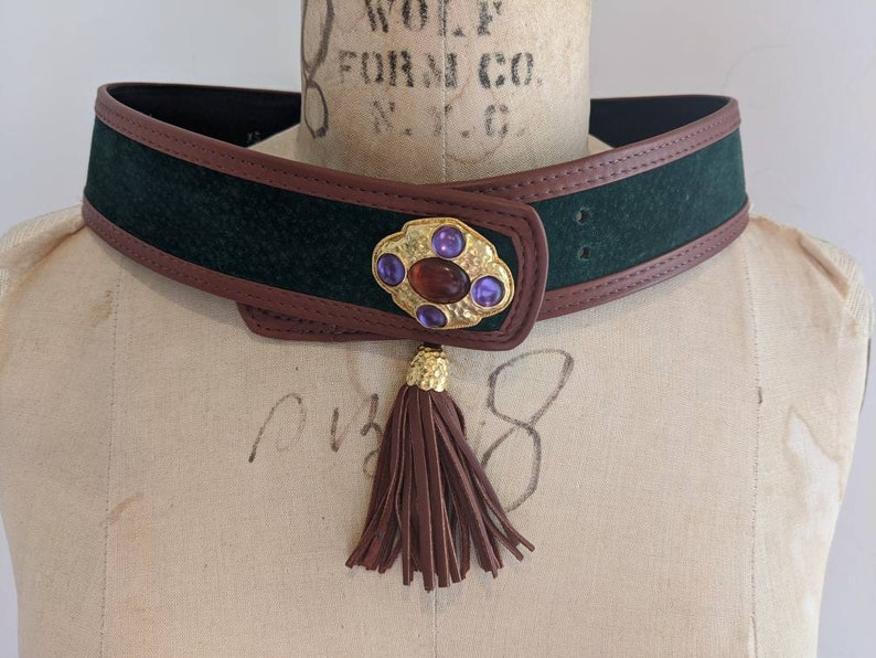 x-small Made in Usa VINTAGE 80s HUNTER GREEN Suede Leather Gripoix Tassle Belt by Carlisle