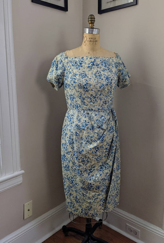 VINTAGE 50's DITSY BOMBSHELL Floral Print Rayon Dr