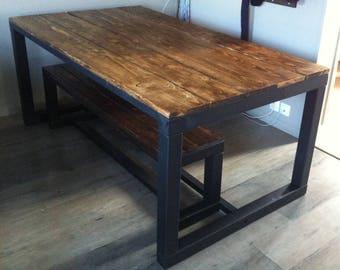 Dining table in medium/dark oak tinted wood