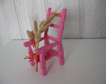Chair decoration pegs and bouquet