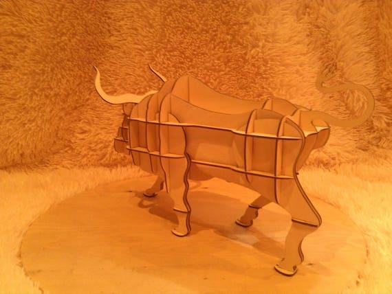 Conception numérique, étage grande étagère étagère grande en forme de taureau, pour laser CNC et fraisage CNC. Plan de coupe de vecteur. Contreplaqué ou bois. 5dcb6b