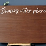 Table plan wooden stained for an original and rustic wedding
