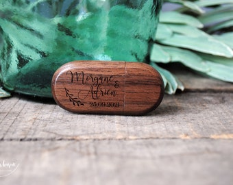 Custom 3.0 3.0 wooden USB key ideal as a wedding gift to store photos of the beautiful day