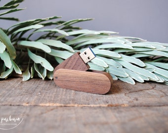 Custom wooden USB 3.0 key to store photos of the beautiful day