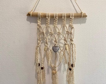 Wall decoration: macramé suspension and driftwood