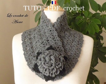 PDF CROCHET - Tour de cou , orné d'une fleur broche aux 2 couleurs , facile à réaliser , Tuto en FRANCAIS !