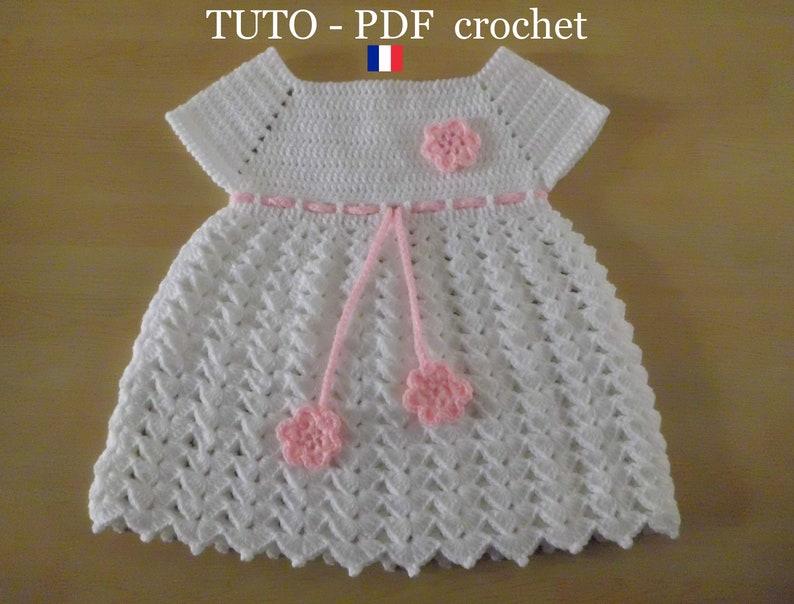 59da2932a1eaa PDF CROCHET Robe bébé blanche orné d une lanière et de
