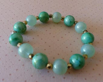 Stretch Bracelet green marbled glass beads