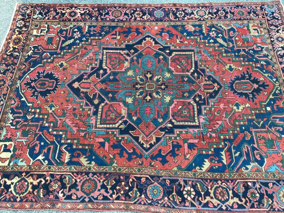 Antique hand knotted 8x11 rug. Outstanding Heriz. Heriz/ Serapi. All organic dyed wool hand knoyyed to cotton foundation. Gorgeous 9 x 12