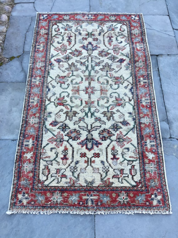 Vintage Turkish rug, 3 x 5 , nice even low pile. Hand knotted wool with vegetable dyed colors, red border. Beautiful colors on off white