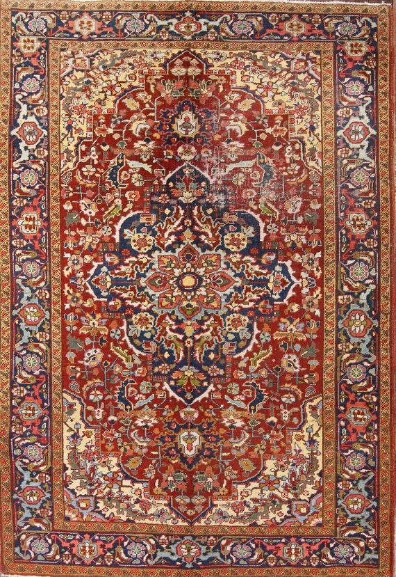 Antique Heriz / Serapi 7 x 10. Beautiful area rug. Naturally worn and distressed, Hand Knotted wool and vegetable dyes