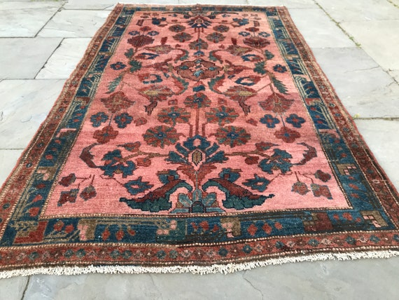 Vintage Pink rug 4 x 7, ca 1900 Sarouk Lilihan in a rare pink. Wonderful design and organic vegetable dyes. The rug has even low pile.