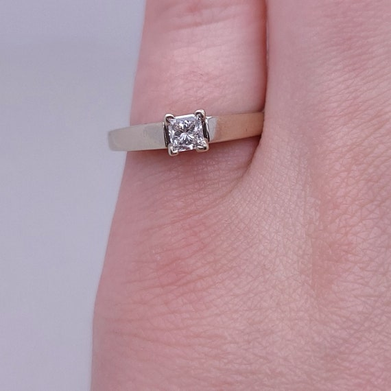 14K white gold solitaire ring - image 1