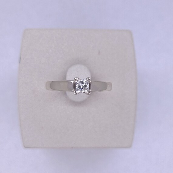 14K white gold solitaire ring - image 9