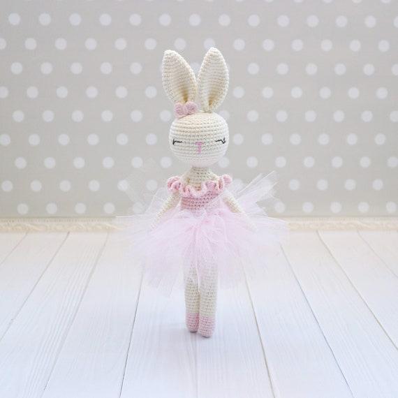 Crochet an Adorable Ballerina Mouse - Free Pattern!   570x570