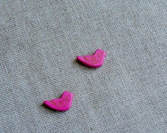 Set of 2 pink birds, natural howlite beads, natural Pearl