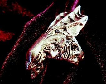 Alien Queen Ring - Xenomorph goth gothic fantasy alien extraterrestial alien mother et ufo
