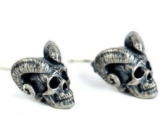 Horned Skull Earstuds