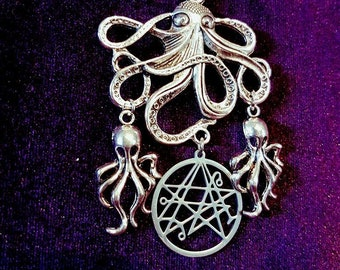 H.P. Lovecraft Inspired Necklace - hp lovecraft occult grimoire necronomicon chtullu