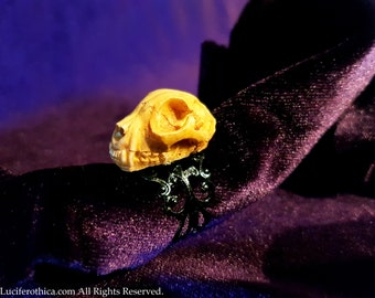 Resin Cat Skull Ring.